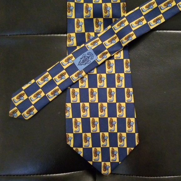 Gucci 100% Silk Tie Fan Pattern - RARE